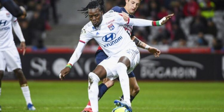 Bertrand TRAORE of Olympique Lyonnais and Domagoj BRADARIC of Lille during the Ligue 1 match between Lille and Lyon at Stade Pierre-Mauroy on March 8, 2020 in Lille, France. (Photo by Aude Alcover/Icon Sport) - Bertrand TRAORE - Domagoj BRADARIC - Stade Pierre Mauroy - Lille (France)