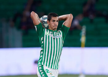 SEVILLE, SPAIN - JUNE 25: Aissa Mandi of Real Betis in action during the Liga match between Real Betis Balompie and RCD Espanyol at Estadio Benito Villamarin on June 25, 2020 in Seville, Spain. (Photo by Fran Santiago/Getty Images)